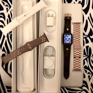 Apple Watch 🎁 Series 3 🎁 42mm 🎁 Lots of Extras!
